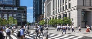 東京駅のビジネスマンの写真素材 [FYI04787879]