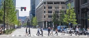 東京駅のビジネスマンの写真素材 [FYI04787882]