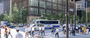 東京駅のビジネスマンの写真素材 [FYI04787889]