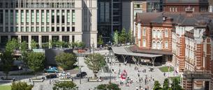 東京駅丸の内と駅前広場の写真素材 [FYI04787893]