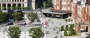東京駅丸の内と駅前広場の写真素材 [FYI04787894]
