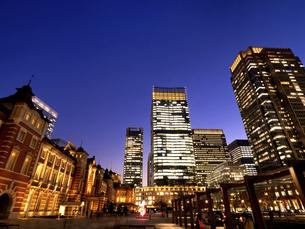 丸の内・ビジネス街の夕暮れ 東京都の写真素材 [FYI04788130]