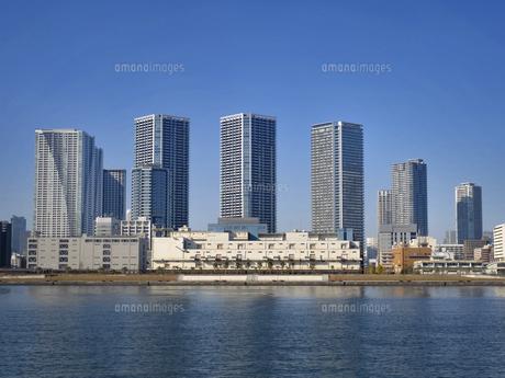 東京港とタワーマンション群の写真素材 [FYI04788230]