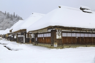 降雪の大内宿の写真素材 [FYI04788760]