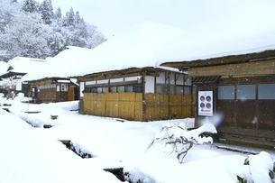 降雪の大内宿の写真素材 [FYI04788779]
