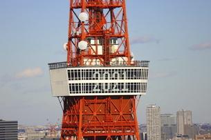 麻布十番から見える東京タワーの写真素材 [FYI04788967]
