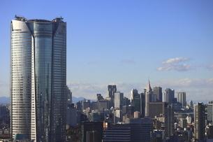 麻布十番から見える六本木ビルズ方面の高層ビル群の写真素材 [FYI04788976]