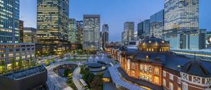東京駅丸の内の夕景の写真素材 [FYI04789323]