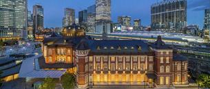 東京駅丸の内の夜景の写真素材 [FYI04789325]