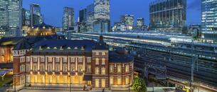 東京駅丸の内の夜景の写真素材 [FYI04789328]