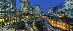 東京駅丸の内の夜景の写真素材 [FYI04789332]