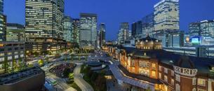 東京駅丸の内の夜景の写真素材 [FYI04789334]