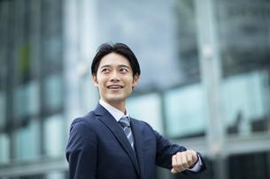 ビジネススーツの男性の写真素材 [FYI04789536]
