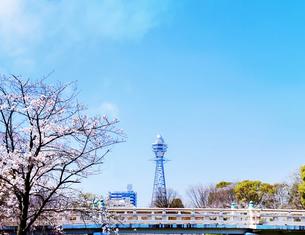 通天閣と桜の写真素材 [FYI04789748]