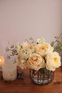 バラのフラワーアレンジの写真素材 [FYI04789847]