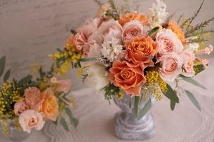 バラのフラワーアレンジの写真素材 [FYI04789853]