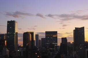 麻布十番から見える虎ノ門方面の高層ビル群の写真素材 [FYI04789982]
