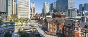 東京駅丸の内と駅前広場の写真素材 [FYI04790135]