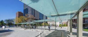 東京駅丸の内と駅前広場の写真素材 [FYI04790140]