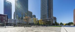 東京駅丸の内と駅前広場の写真素材 [FYI04790142]