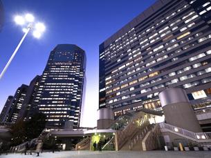 東京都 夕暮れの品川駅 の写真素材 [FYI04790510]