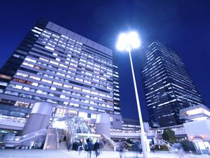 東京都 夕暮れの品川駅 の写真素材 [FYI04790514]