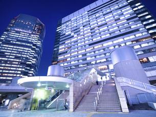 東京都 夕暮れの品川駅 の写真素材 [FYI04790516]