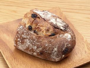 レーズンとクルミのパンの写真素材 [FYI04790640]