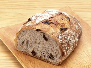 レーズンとクルミのパンの写真素材 [FYI04790641]