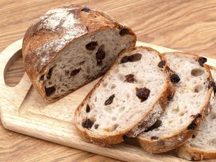 レーズンとクルミのパンの写真素材 [FYI04790649]