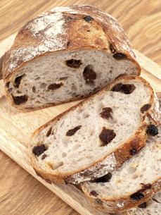 レーズンとクルミのパンの写真素材 [FYI04790651]