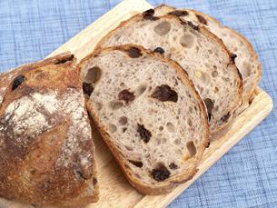 レーズンとクルミのパンの写真素材 [FYI04790662]