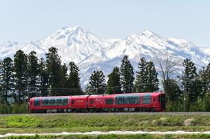 妙高山と雪月花の写真素材 [FYI04791190]