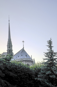 ノートルダム大聖堂の尖塔@フランス・パリの写真素材 [FYI04791225]