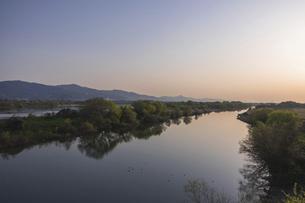 吉野川の朝の写真素材 [FYI04791412]