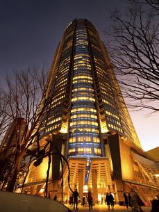 夕暮れの六本木ヒルズ 東京都の写真素材 [FYI04791632]