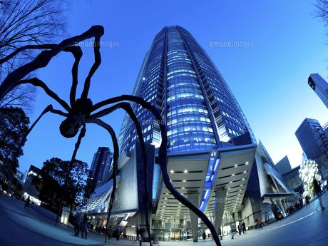 夕暮れの六本木ヒルズ 東京都の写真素材 [FYI04791636]