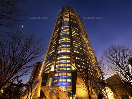 夕暮れの六本木ヒルズ 東京都の写真素材 [FYI04791640]