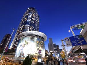 夕暮れの六本木ヒルズ 東京都の写真素材 [FYI04791663]