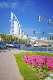 ブルジュ・アル・アラブと街並み(UAE・ドバイ)の写真素材 [FYI04792109]