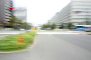 街並み 走行車両よりの写真素材 [FYI04792730]