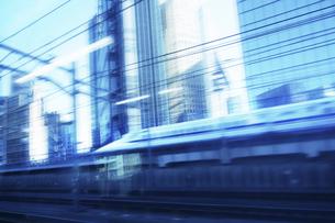 流れる街の景色 電車よりの写真素材 [FYI04792742]