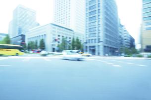 走行撮影 街並みの写真素材 [FYI04792753]