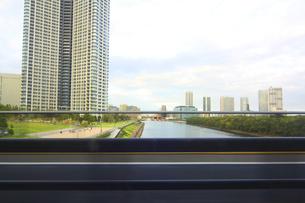 街並み 走行車両よりの写真素材 [FYI04792760]