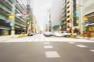 走行車両より 街並みの写真素材 [FYI04792766]