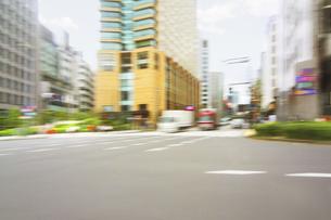 街並み 走行車両よりの写真素材 [FYI04792767]