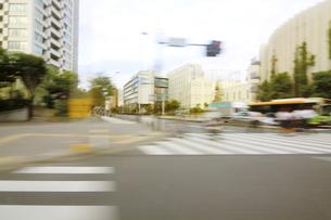 街並み 走行車両よりの写真素材 [FYI04792780]