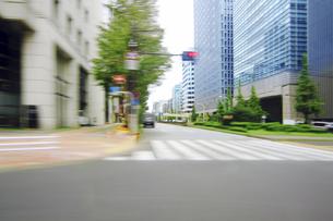 走行車両より 街並みの写真素材 [FYI04792788]