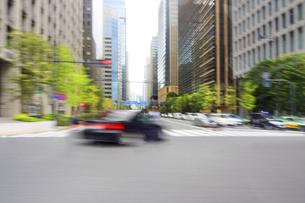 走行車両より 街並みの写真素材 [FYI04792793]