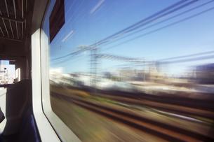 電車より 流れる街の景色の写真素材 [FYI04792795]